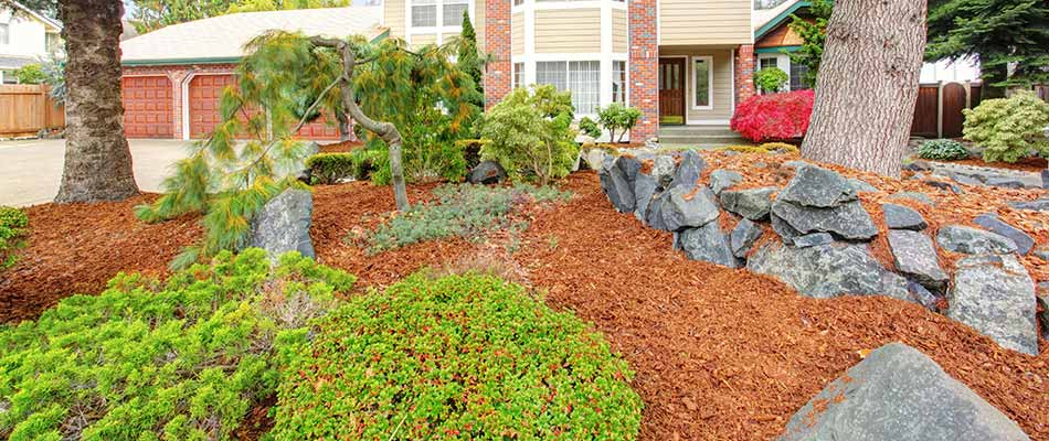This yard in Gresham, OR chose mulch for fall ground cover.